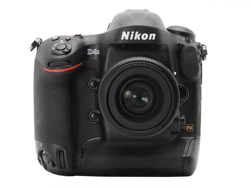 Профессиональный фотоаппарат Nikon D4S