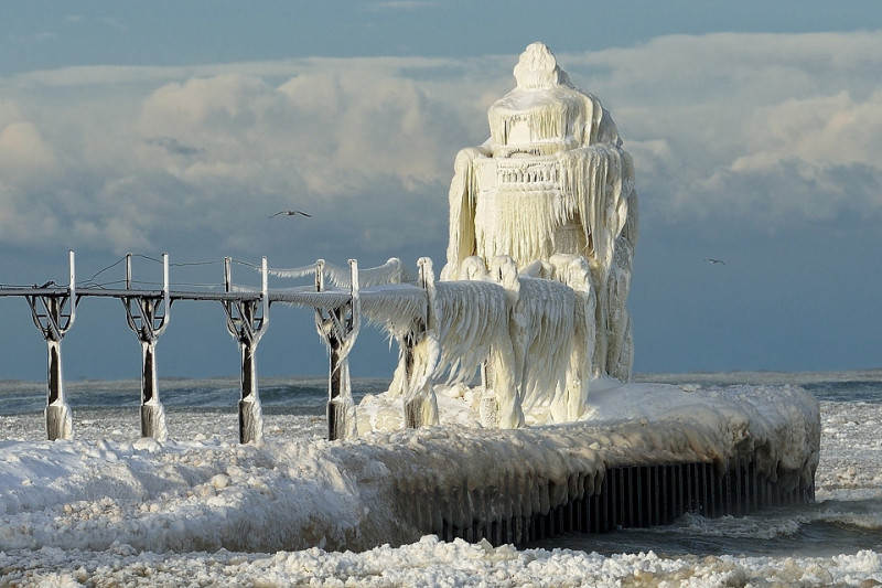 winter-hits-st.-joseph-lighthouse-michigan-lake