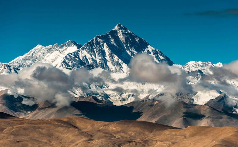 Высочайшая точка планеты - Эверест (Джомолунгма). Фото: Coolbiere. A