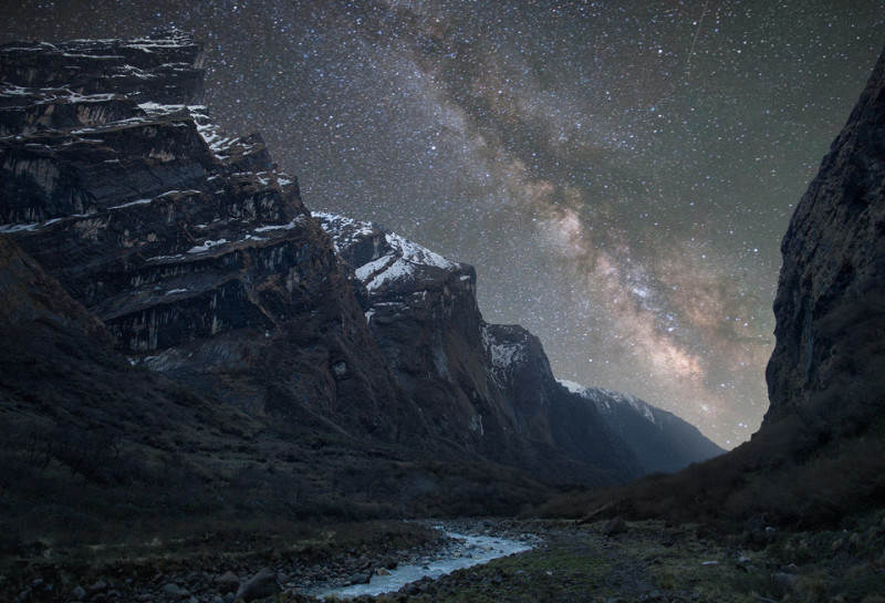 Ночное небо в Гималаях. Фото: Anton Jankovoy