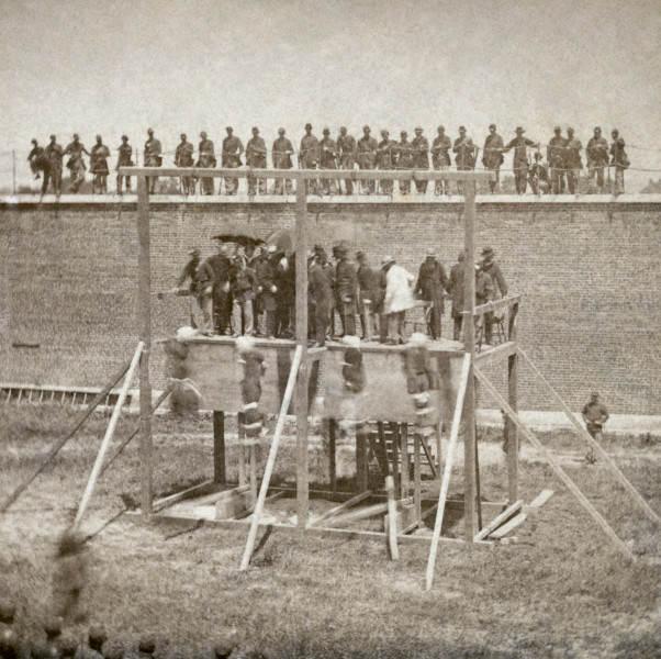 История в фотографиях Александр Гарднер Казнь изменников 1865 год