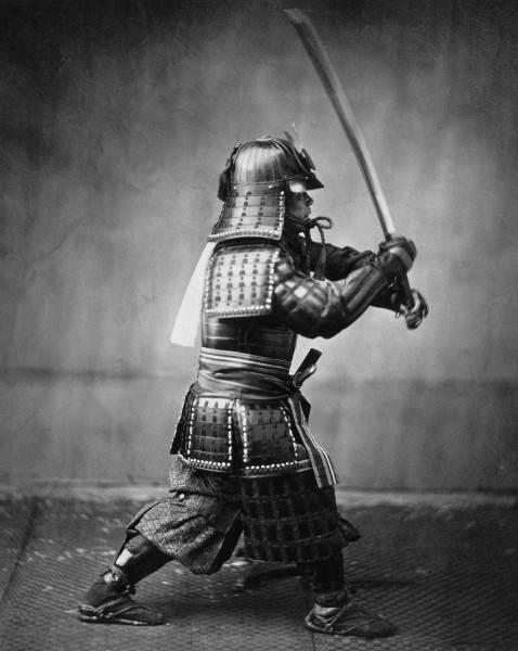 История в фотографиях Самурай с мечом