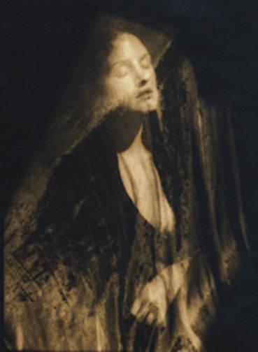 Женщина фотограф 2