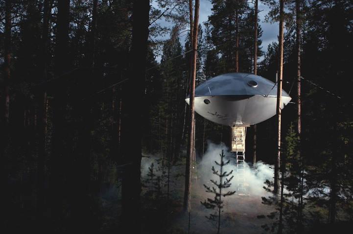 Небольшой креативный отель, выполненный в виде летающей тарелки в Швеции, разработанный дизайнерами из Inredningsgruppen.