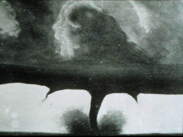 Фотография неизвестного фотографа, первая фотография торнадо, 1884 год
