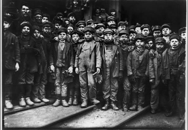 Фотография Льюиса Хайна (Lewis Hine) , «Мальчики», 1910 год