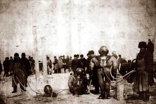 Фотография строительства железнодорожного моста через реку Енисей, 1896 год