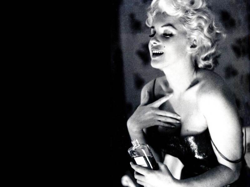 Фотография Мэрилин Монро в рекламной компании Chanel № 5