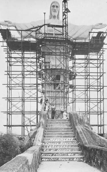 Фотография возведения Статуи Христа-Искупителя, 1921 год