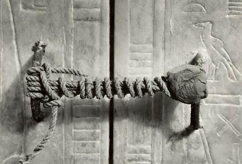 Фотография нетронутой печати гробницы Тутанхамона, 1922 год
