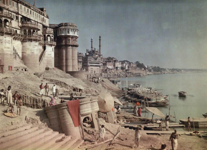 Фотография Жуля Жерве (Jules Gervais-Courtellemont), вид купален на реке Ганг, 1923 год