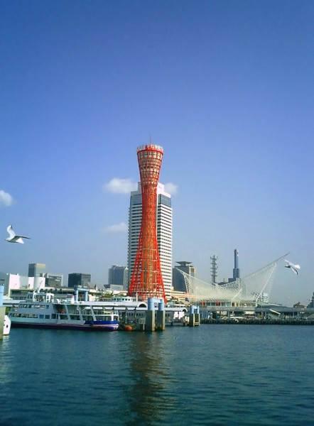 Башня порта Кобе (Kobe Port Tower). Башня используется для обзора вида города, и способна принять в день до 3000 туристов