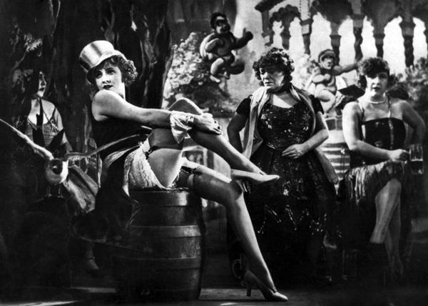 Фотография Марлен Дитрих в фильме «Голубой ангел», 1930 год