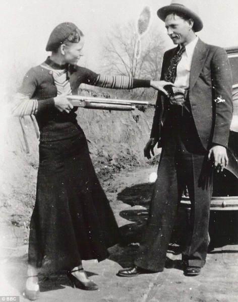 Фотография американских преступников Бонни и Клайда, 1933 год