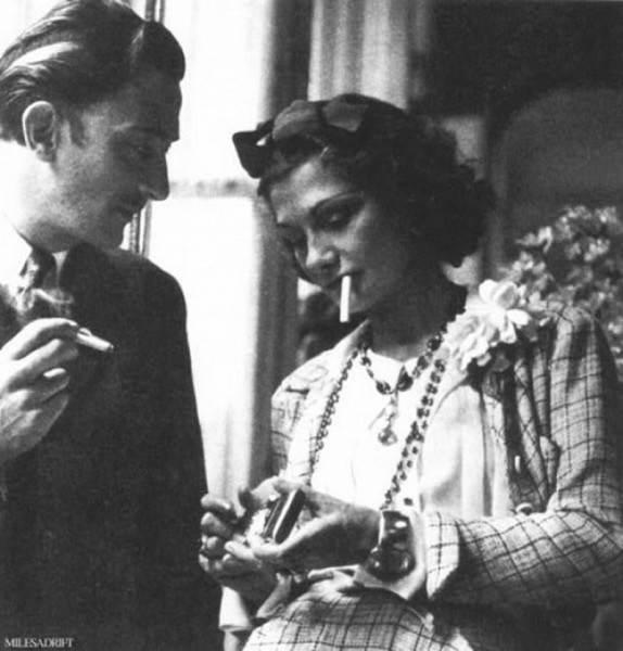 Фотография дизайнера Коко Шанель и художника сюрреалиста Сальвадора Дали, 1930 год