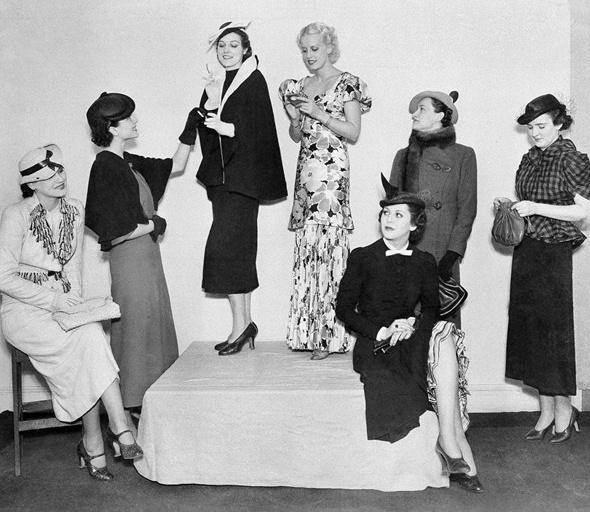 Фотография моделей одежды дизайнера Эльзы Скиапарелли, 30-е годы