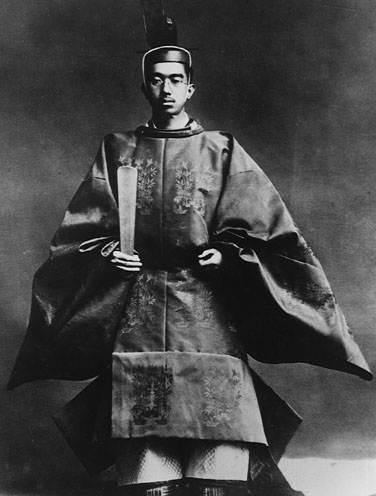 Историческая фотография юного императора Хирохито на коронации, 1928 год