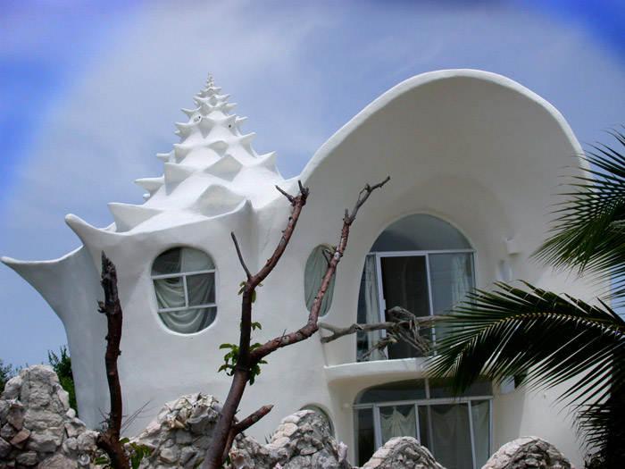 Частный дом, выполненный в стиле ракушки. архитектора Octavio Ocampo. Интерьер дома также выполнен в морском стиле