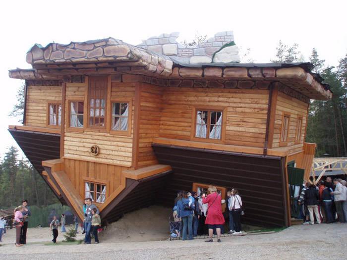 Перевернутый дом в Польше. Здание построено в 2006 году архитектором Daniel Czapiewski