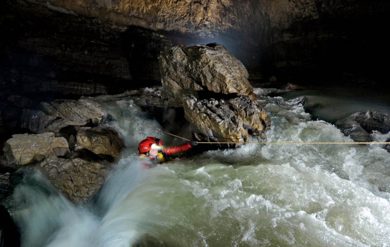 China Caves 2012 - Hong Meigui Expedition to explore giant caves in Wulong County