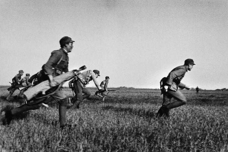 Величайший военный фотограф Роберт Капа 5