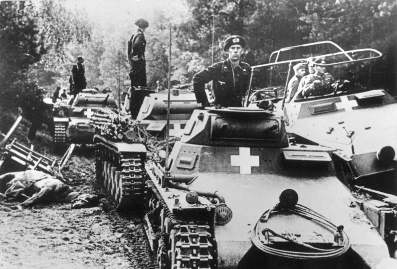 Фотография немецких танков во время вторжения в Польшу, сентябрь 1939 год