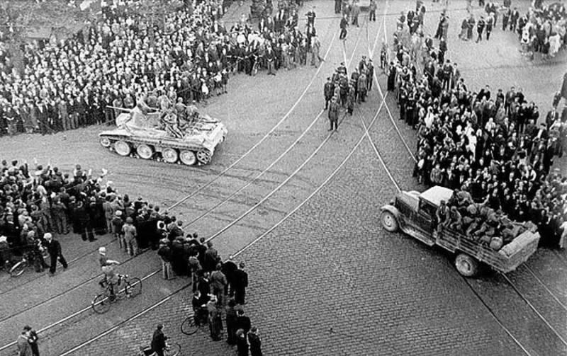 Фотография вступления советских войск в Ригу, 1939 год