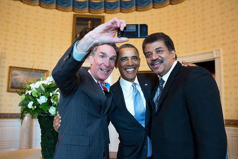 Момент создания скандального селфи президента США Барака Обамы