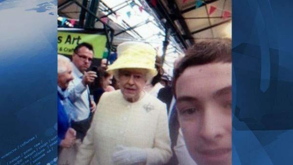 Селфи с королевой Елизаветой II ирландского школьника