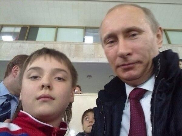 Знаменитое селфи с президентом Владимиром Путиным, ставшее основой для многих мемов