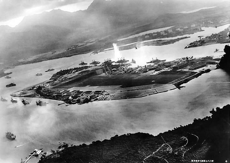 История в фотографиях (1940 - 1941). Фотография атаки на Пёрл-Харбор, 1941 год