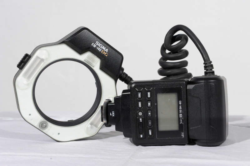 Лучшая кольцевая вспышка - Sigma EM-140 DG Macro Flash