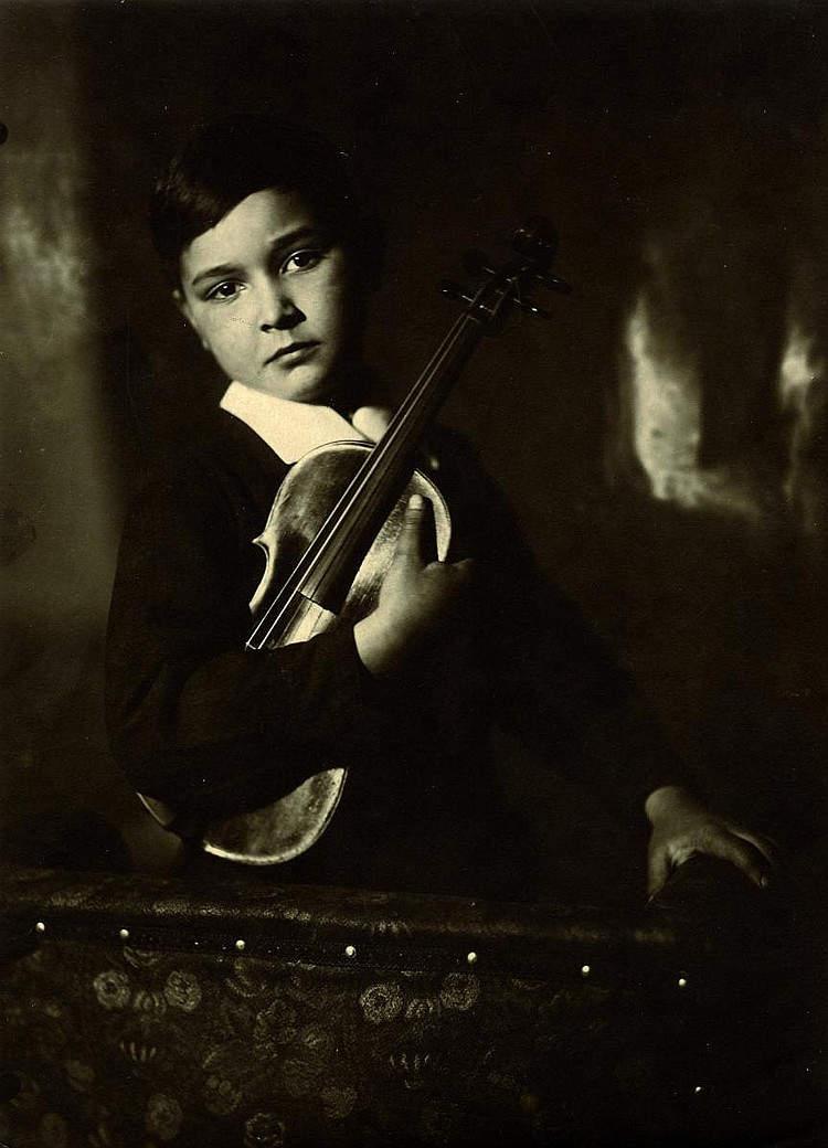 Ребёнок со скрипкой. Фото: Моисей Наппельбаум (1930 г.)