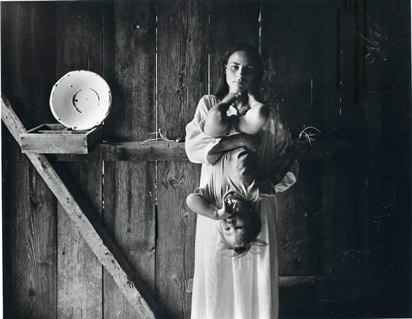 Потрясающие черно-белые фотографии Emmet Gowin