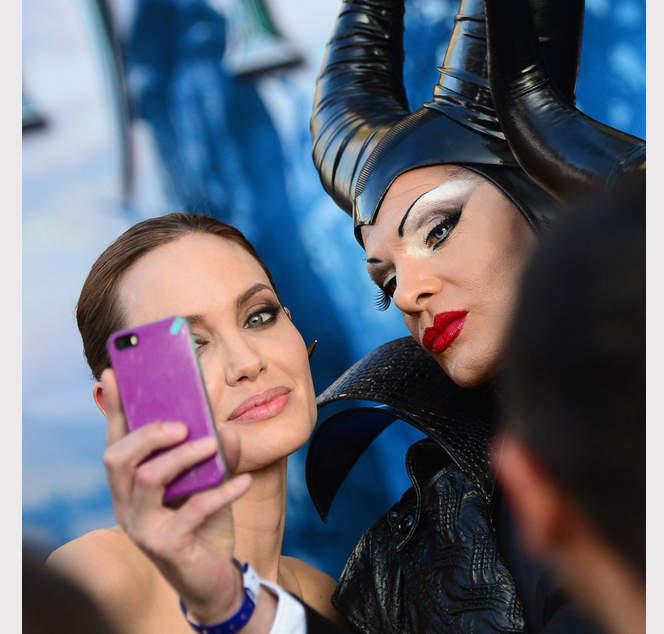 selfieAngelina Jolie селфи анджелина джоли