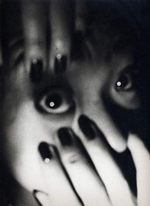 Дайдо Морияма (Daido Moriyama) – известный японский фотограф 10