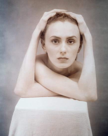 Эфирные смысловые портреты от американского фотографа Джойс Теннесон