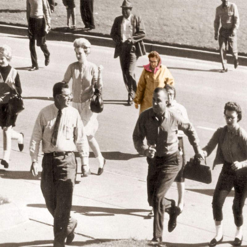 Таинственная бабушка на месте убийства Кеннеди