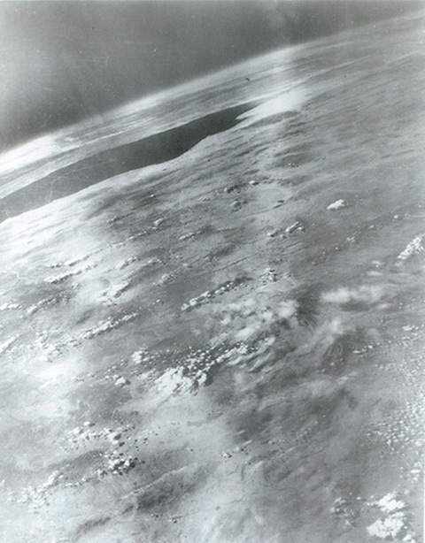 Фотография первого снимка земли из космоса, 1946 год