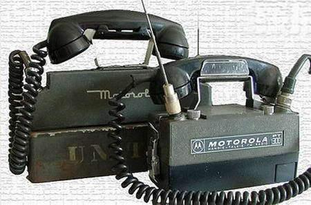 Историческая фотография оборудования для радиотелефонной связи фирмы Motorola, 1946 год