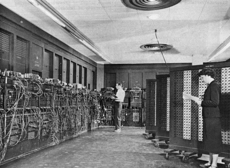Историческая фотография первого в мире широкомасштабного электронного цифрового компьютера, 1946 год