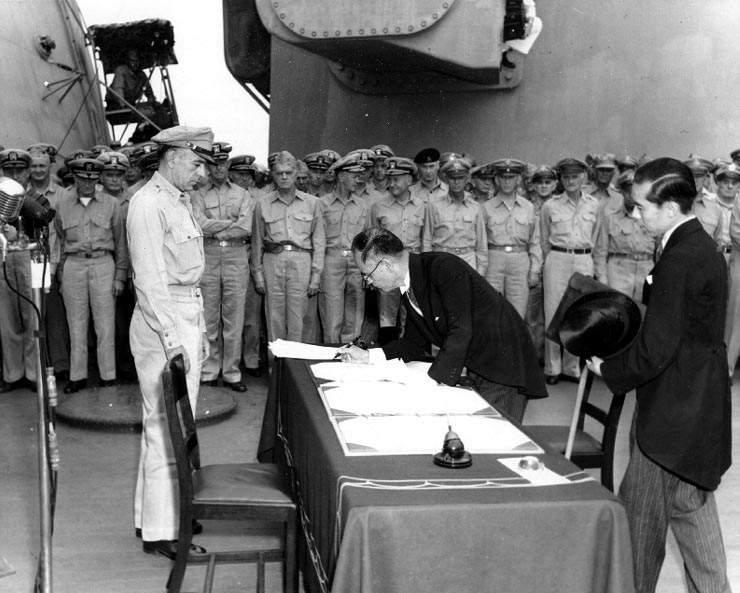 Историческая фотография подписания Капитуляции Японской империи Сигэмицу Мамору, 1945 год