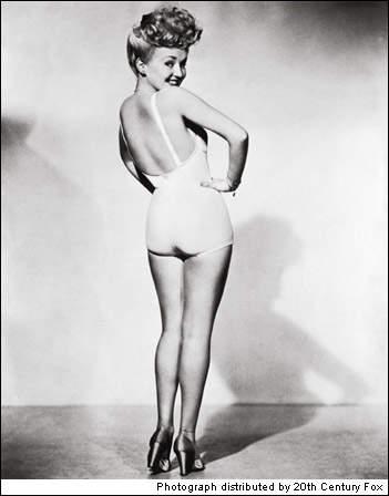 История в фотографиях Фотография Бетти Грейбл сделанная компанией 20 Century Fox 1942 год