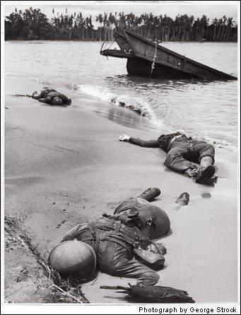 История в фотографиях Фотография Джорджа Строка George Strock Смерть на пляже 1943 год