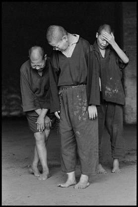 Отчуждение и связь в работах Цзянь-Чи Чанга (Chien-Chi Chang) 24