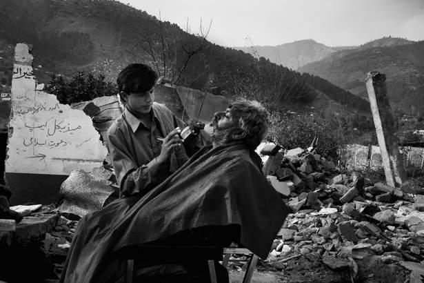 Earthquake barbershop. Date 12.3.2005 Image no. 8226.tif