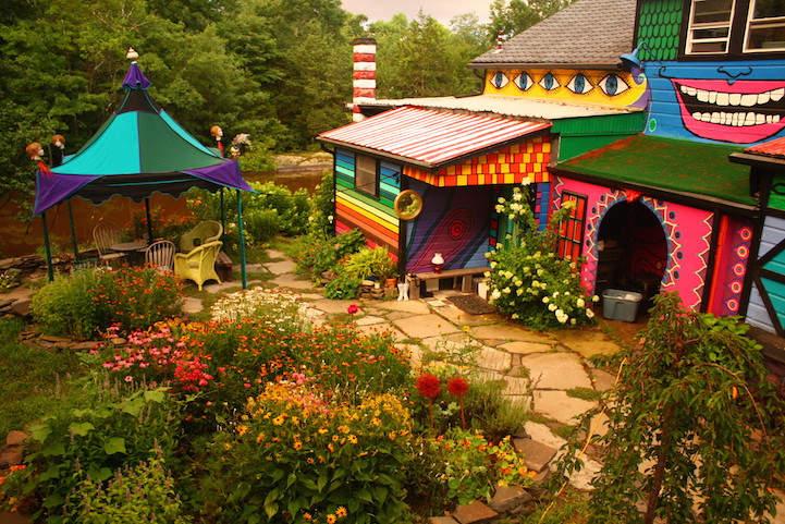 Красочный домик в лесу художницы Kat O'Sullivan