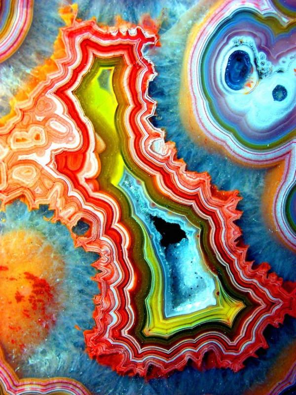 Яркие разноцветные агаты. Красивые фотографии