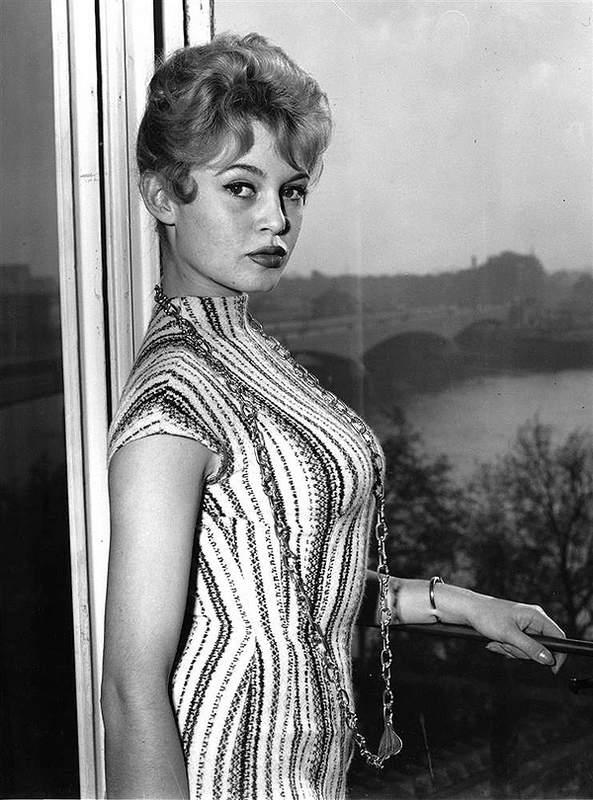 История в фотографиях (1954 - 1957) Брижит Бардо, 1956 год