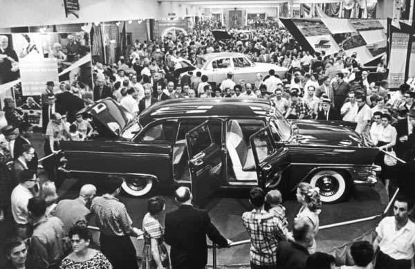 История в фотографиях (1954 - 1957) Фотография Нью-Йоркской выставки, 1957 год